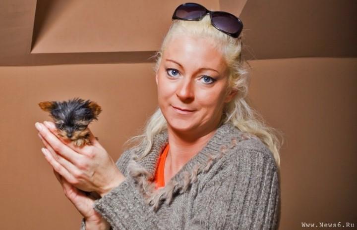 Самая малюсенькая собачка в мире и хозяйка Анна Похль