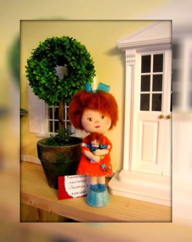Лизочка с куклой